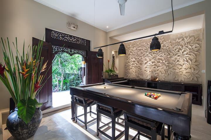 Special Offer* Designer Villa w/Pool table & Piano