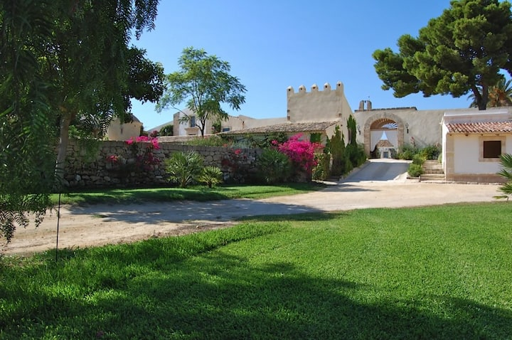 Fantastic Sicily Villa sleeps 24