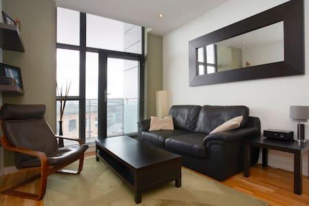 Modern, Riverside, Minimalist Flat - Leeds