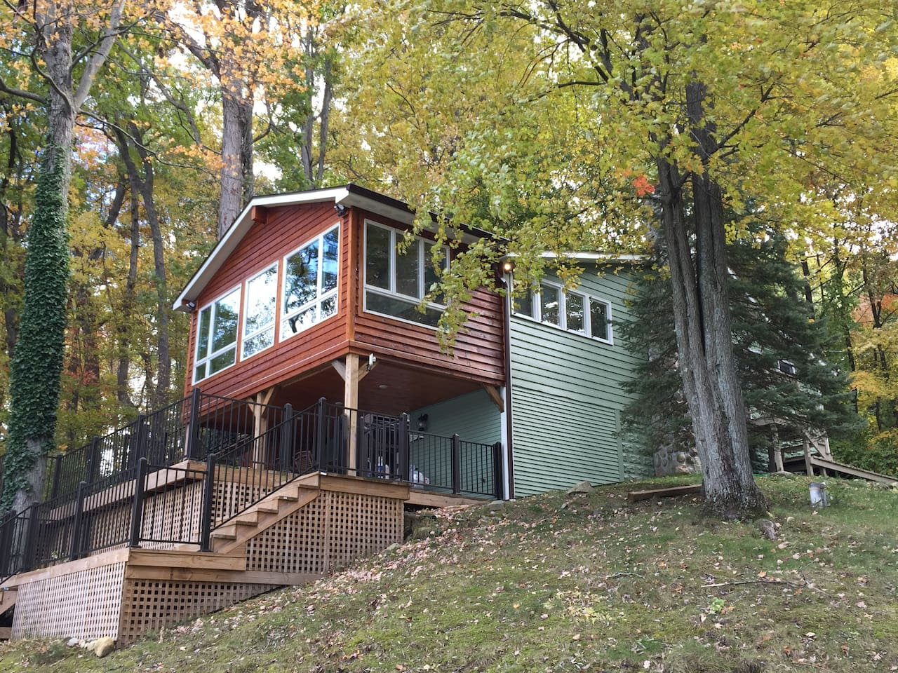 Our comfortable cottage is a great place for family and friends- the view of the lake is amazing!