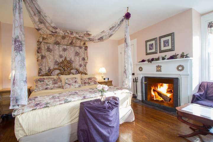 Victorian Room - Cold Spring Harbor - Bed & Breakfast