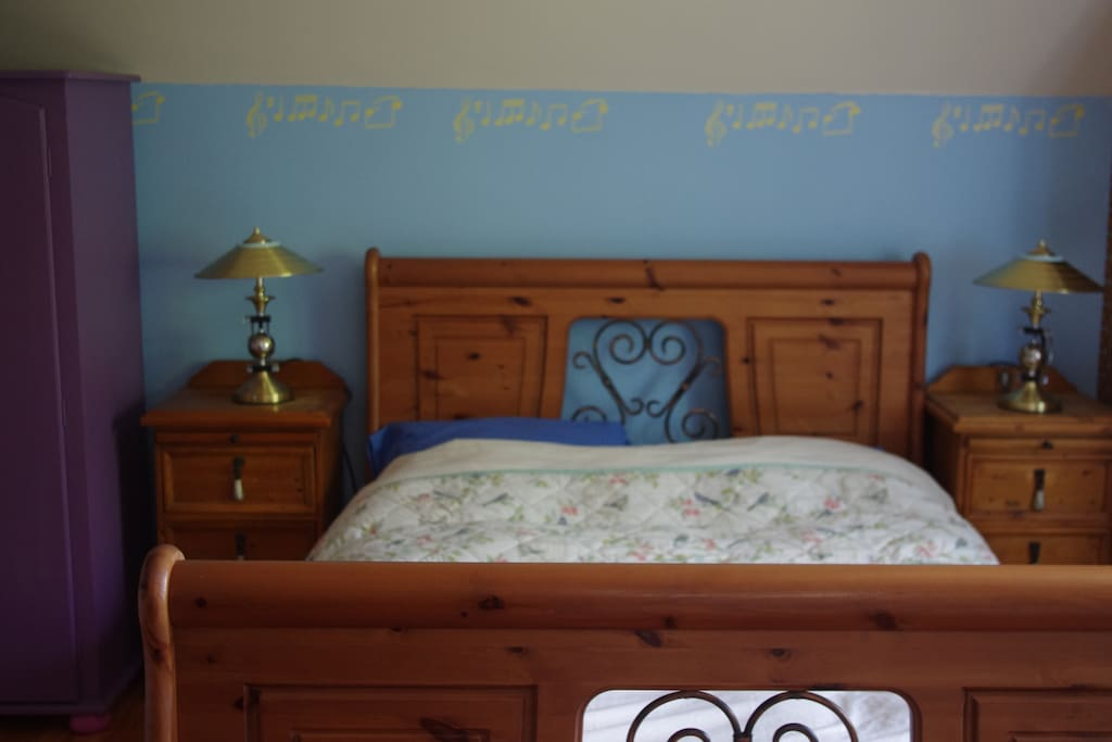Comfortable double bed with wardrobe and bed-side lockers. Reading lamps for the academics!