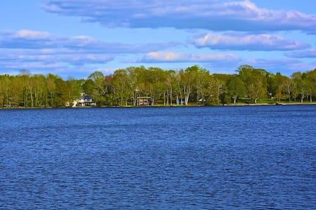 Lakefront getaway!  - Charlton