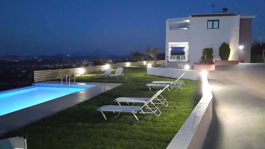 Villa Alkistis , Amazing sea-view and Private Pool - Maroulas - Huis