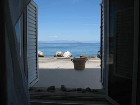 Kalloni Seaside Studio
