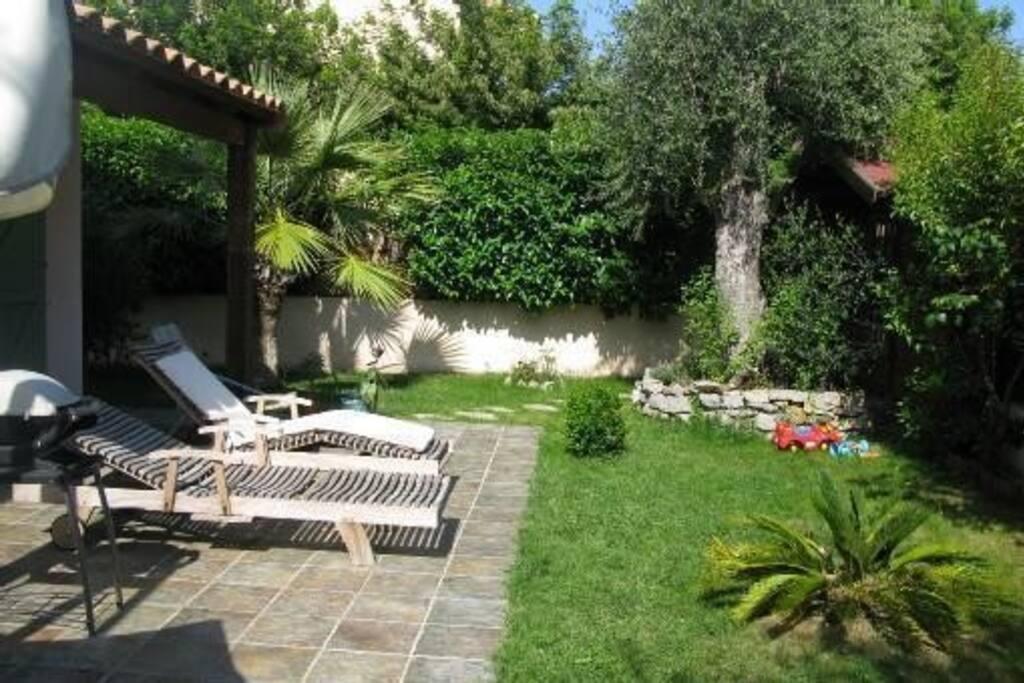Villa avec piscine nice maisons louer nice for Jardin villa ratti nice