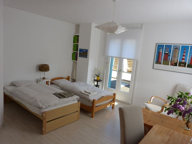 Nice room in residential area - Yverdon-les-Bains - บ้าน
