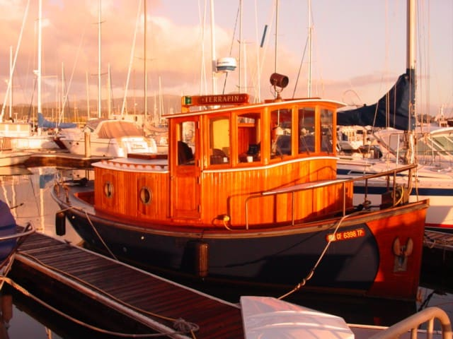 Romantic 100 Year Old Tugboat - Sausalito - Barco