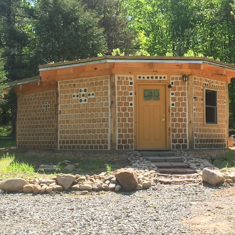 Adirondack Cordwood Cabin Hand Created & Colorful - วิลมิงตัน