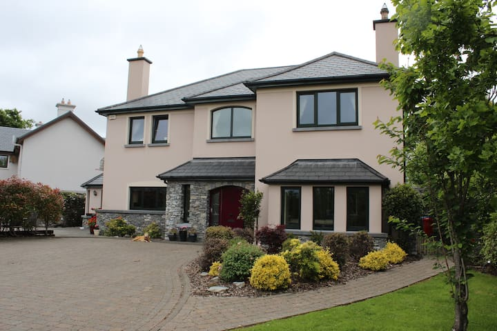 Room Ensuite with view & Breakfast - Killarney