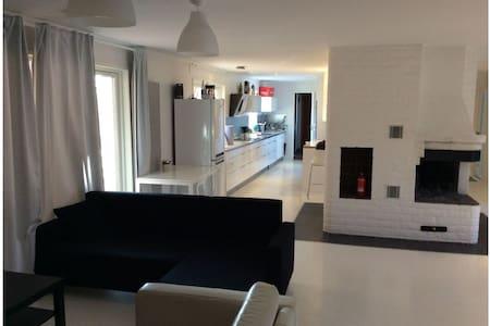 Uppsala: Five-Six room house for 10-12 people