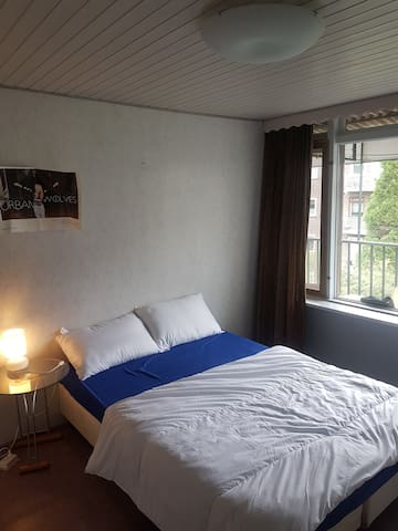 Room in centrum. Short/long stay accomodation wifi