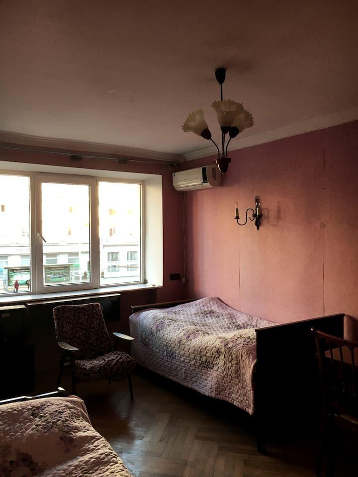 Nini's Superlocated Apartment