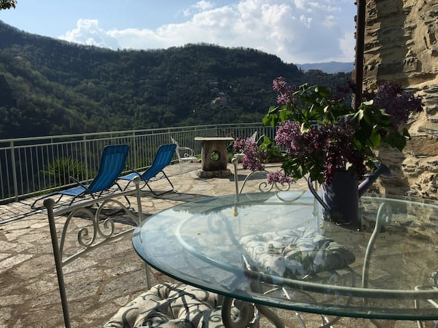Stone House reformed with charme, confort and view - Borghetto d'Arroscia - Casa