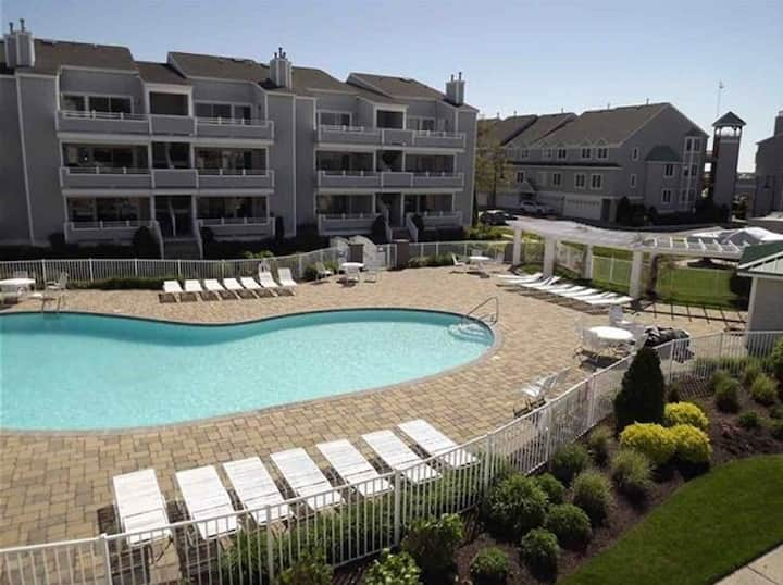 Cape May waterfront, pool front. Come boat&beach