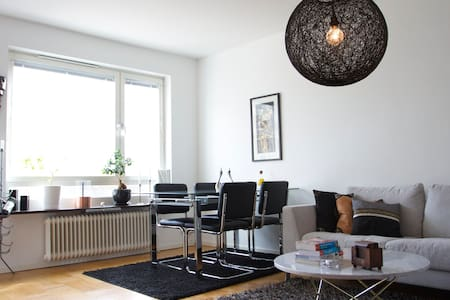 Apartment in Solna (10min with subway to the city) - Solna - Apartamento