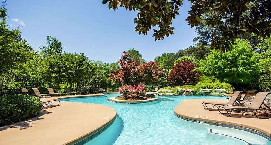 Upscale Gated Community 2 Min from Braves Stadium