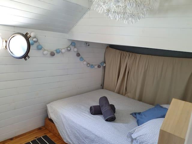 Une péniche ( houseboat) à BORDEAUX
