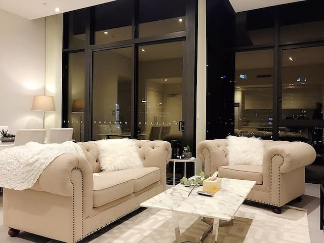 Stunning Waterfront Docklands Luxury Home