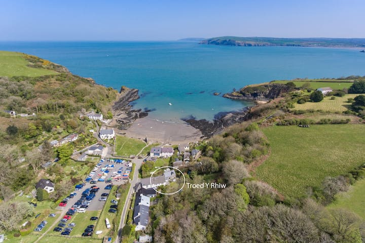 Charming 3 Bed Pembrokeshire Cottage On The Beach