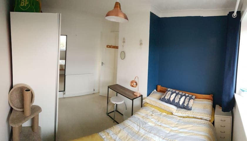 Lovely sunny double room
