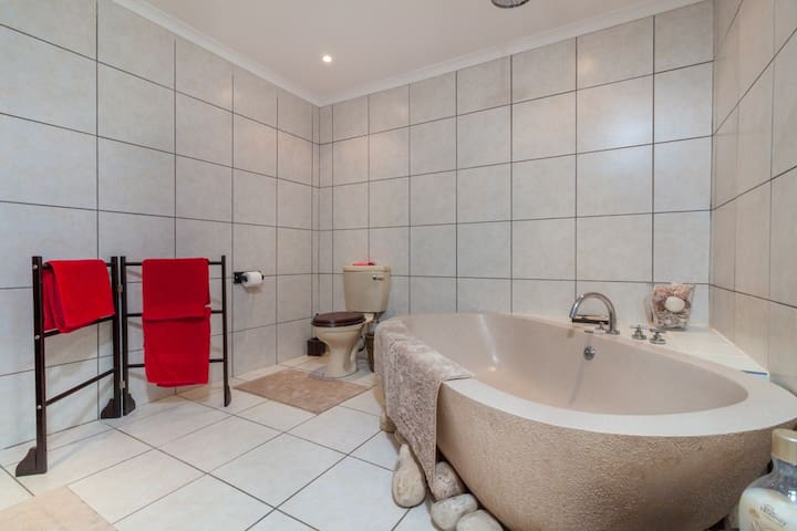 Luxury suite. Kitchenette, private patio and pool - Franschhoek - Dom