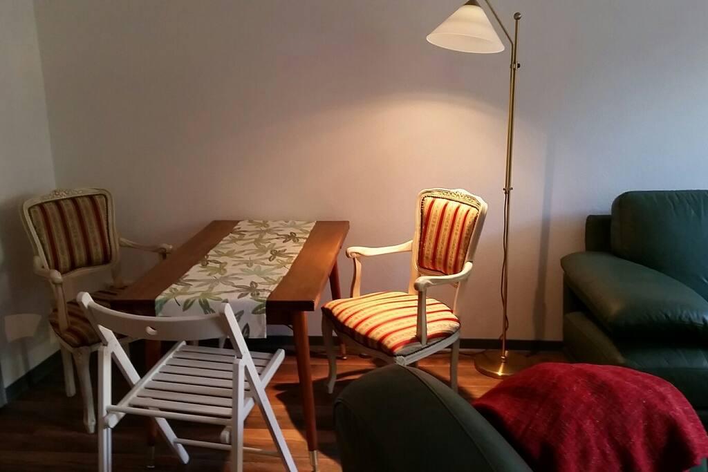 Essecke...Tisch ausziehbar und höhenverstellbar