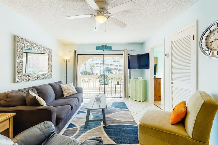 Oceanfront home w/partial ocean views, internet, washer/dryer, central AC!