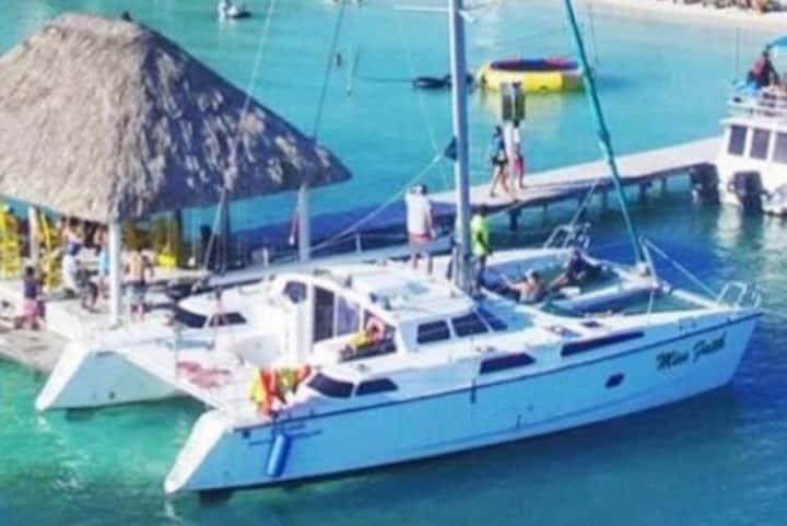 San Pedro, Ambergris Caye 42 ft Catamaran Boat