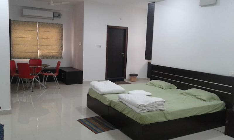 see what difference a stay makes... - Hyderabad - Bed & Breakfast