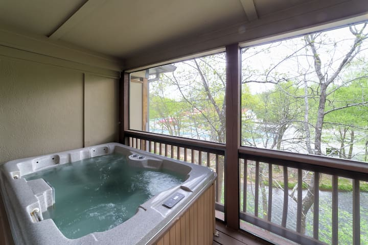 At River`s Edge On The Hooch - Luxury vacation condo on the beautiful Chattahoochee River in downtown Helen