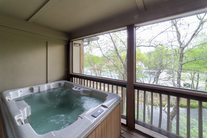 At River`s Edge On The Hooch - Amazing 3-level condo with 2 hot tubs overlooking the Chattahoochee River in downtown Helen