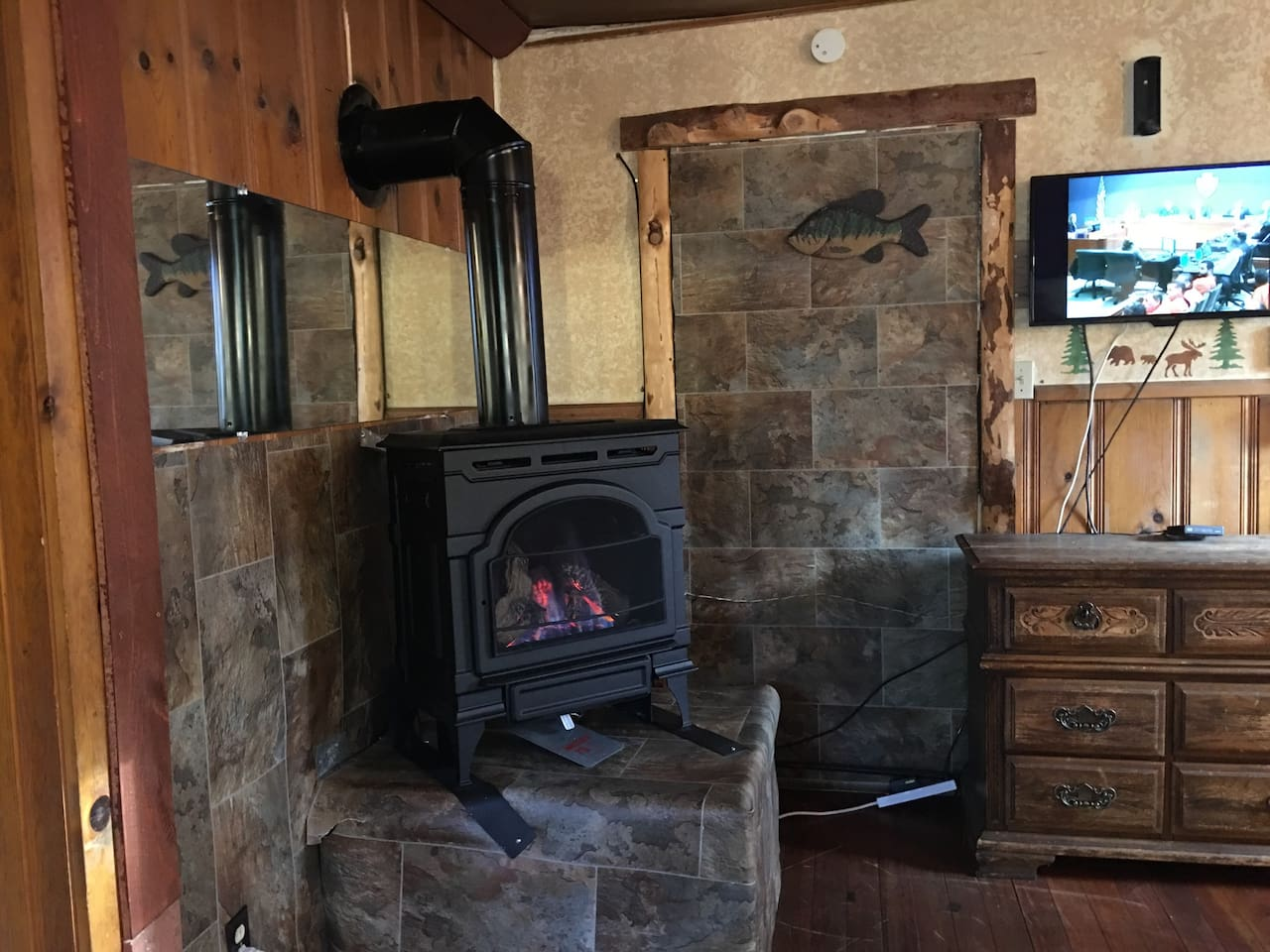1920 rustic attached cabin, wood walls , Gas fireplace, No kitchen but with