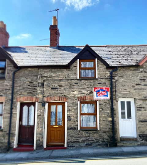 Bwthyn Teifi, in the heart of Cardigan / Aberteifi