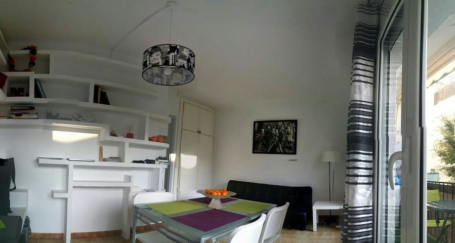 AIR CONDITIONED - QUIET FLAT IN THE CENTER-BALCONY - Sitges - Apartemen