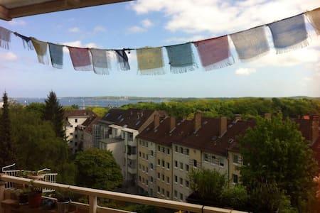 WG-Zimmer mit Balkon & Meerblick - キール - アパート