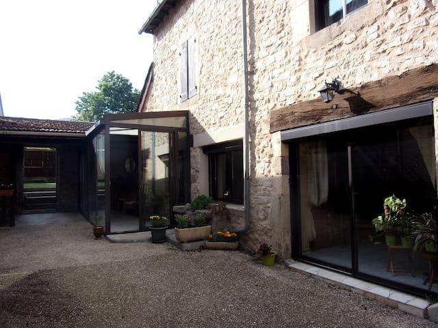 Maison de village dans rue calme. - Rignac - Casa