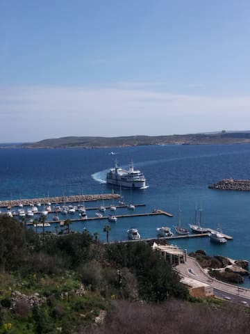 Channel Sea View Barraka Apt 8