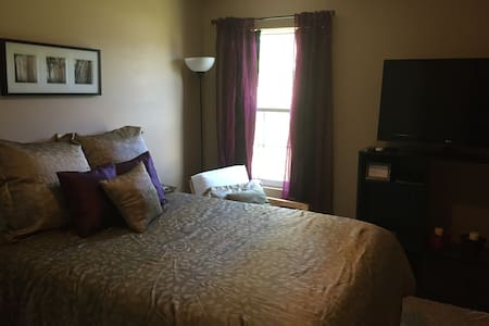 Cozy Room in Quiet Neighborhood - Winston-Salem