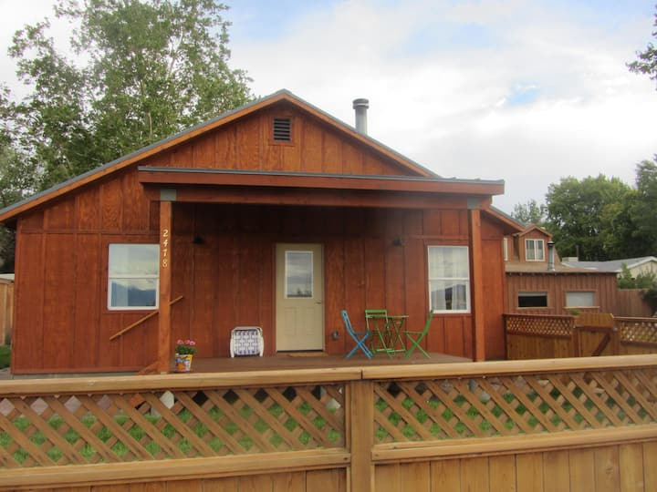 Traveler's Guest House - Explorer's Base Camp