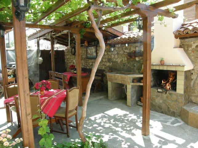 Emona Guest House - Old Nessebar - Nessebur - Rumah
