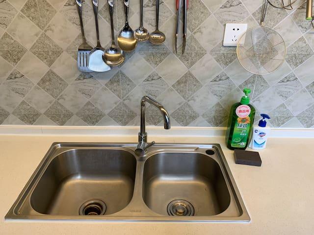 公用厨房洗碗台盆