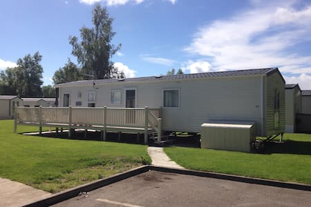 Modern 2 bed caravan near lakeside - South Cerney - Other