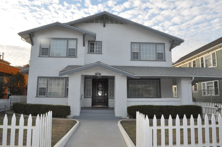 Private Rm w/KING bed in shared home - Mid-City LA