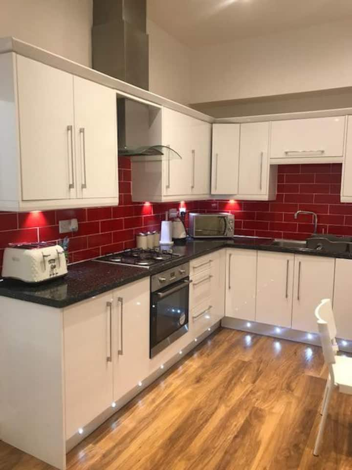 Cosy apartment with parking. Close to city centre
