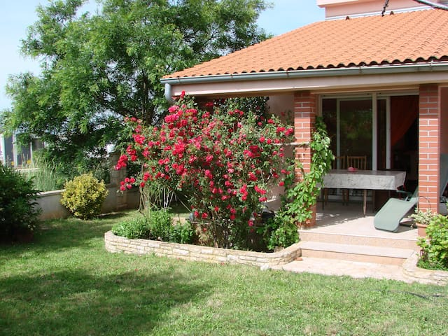 "Cozy House ""Rose Garden"" - Šišan - Other"