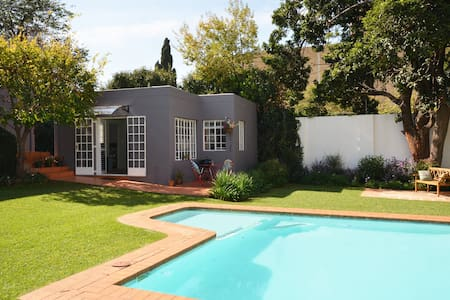 Stylish bright garden cottage - Johannesburg - Appartement