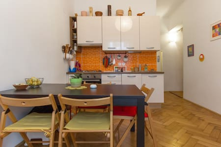 Lovely room on a excellent location with parking space for any visitor to Ljubljana.