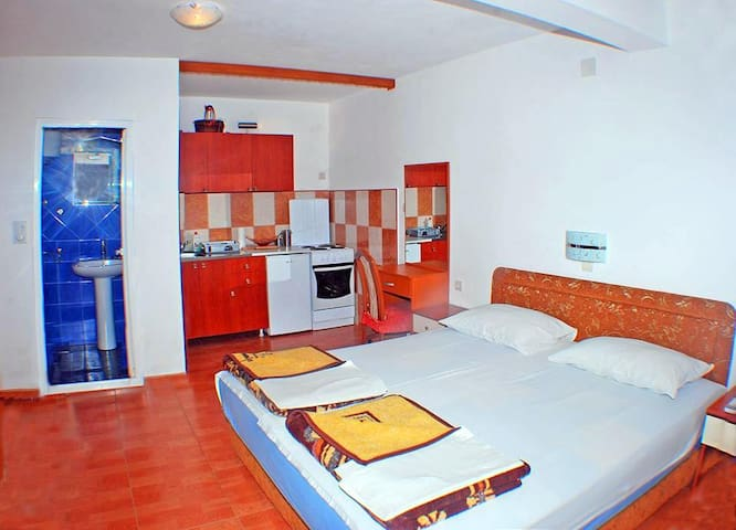 5.  Nice apartment in Budva - Budva - Casa