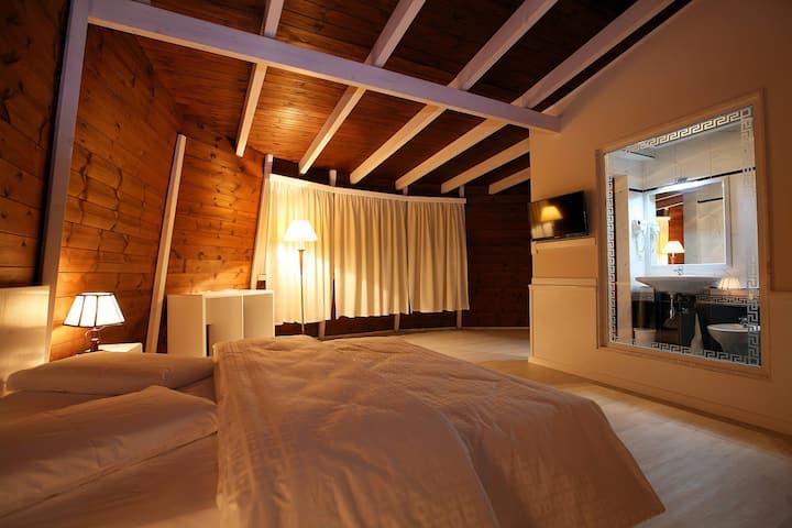 Hotel Kastria entire room